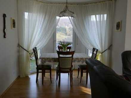 Neuwertiges Haus in Meisenheim mit herrlichem Blick auf den Ort (ohne Makler) zu verkaufen