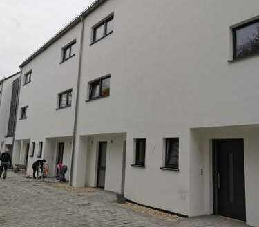 Sehr großes Reihenmittelhaus in Sinzing (Regensburg) zum Erstbezug - Stadtnahes Wohnen im Grünen