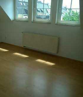 vermietete 2 Raum-Dachgeschoss + Wanne + schönem Ausblick