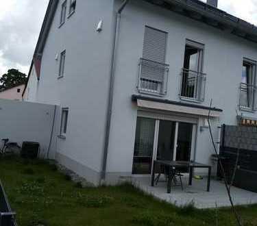 Neuwertige DHH mit fünf Zimmern in Olching