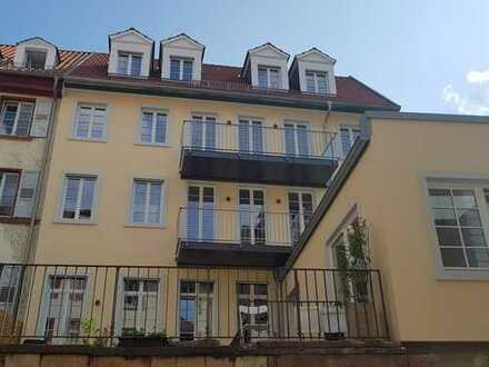 Exklusive und neu sanierte 105 qm Maisonette-Wohnung mit zwei Balkonen und EBK