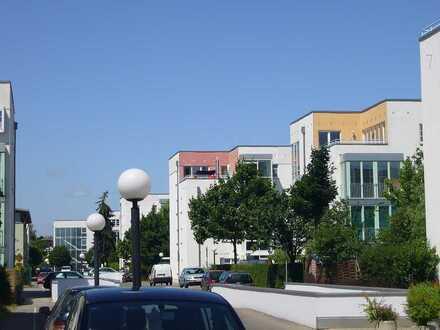 Geräumige helle 2-Raumwohnung mit EBK, Wintergarten, Tiefgarage in parkähnlicher Wohnanlage