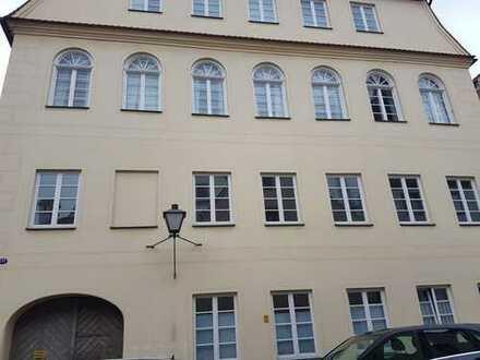 Helle, großzügige Altstadtwohnung, 5 Zimmer