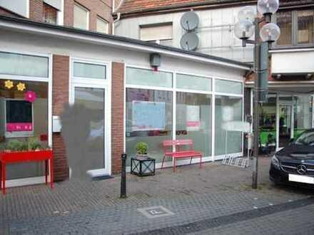 Laden- Bürofläche mit 3 Stellplätzen in der Innenstadt zu vermieten