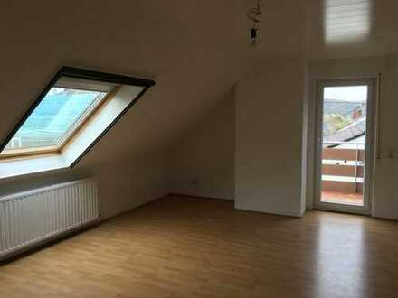 Ansprechende 3-Zimmer-DG-Wohnung mit Balkon und Einbauküche in Rheinbreitbach