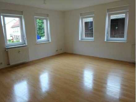 Gepflegte 2-Raum-Hochparterre-Wohnung mit Balkon und Einbauküche in Mudau