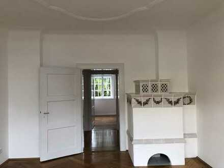 Fünf Zimmer Wohnung in schöner Altbauvilla in München, Obermenzing