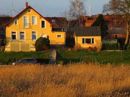 Interessantes EFH auf dem alten Deich mit tollem Blick auf die Elbe