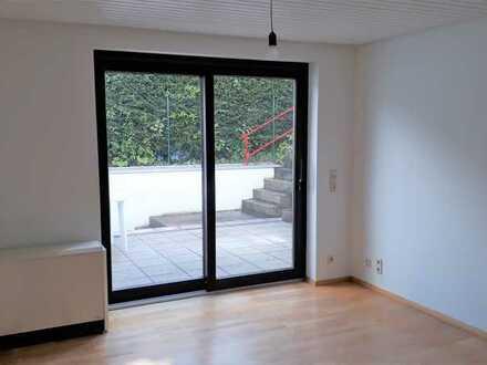 Schöne renovierte 2-Zimmer-Wohnung mit Wohnküche u. Terrasse