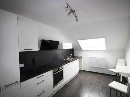 Helle, moderne Dachgeschoss Wohnung mit Balkon