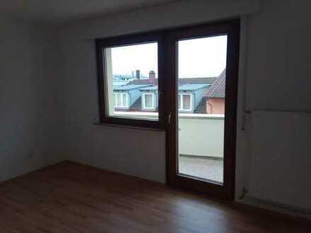 Helle, freundliche, frisch renovierte Wohnung im Zentrum