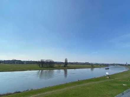 * Bestlage an der Elbe mit Süd-Balkon und inmitten einer idyllischen Parkanlage *