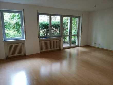 Helle 1 Zimmerwohnung mit Terrasse zu vermieten! Frei ab sofort!