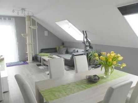Neuwertiges Wohnen in Aussichtslage: 3 Zi- Wohnung + PV- Anlage
