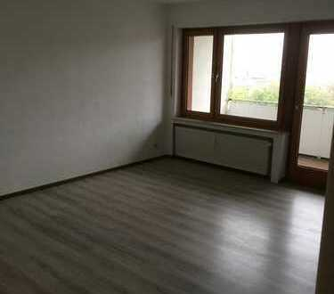 Schöne, geräumige ein Zimmer Wohnung in Bochum, Wiemelhausen/Brenschede