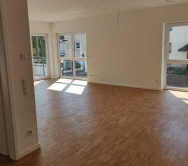 Erstbezug: Helle 3-Zimmer-Wohnung mit Süd-Balkon in Schweinheim