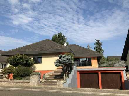 Top gepflegtes Einfamilienhaus im Bungalowstil mit Doppelgarage in bevorzugter Lage (Preis VHB)