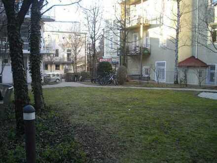 Exklusive Lage in Lehel, München Freundliche 2-Zimmer-Wohnung mit EBK und Balkon