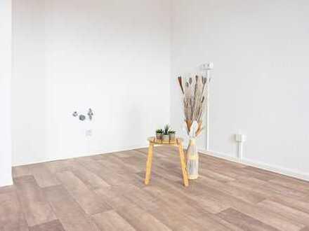 Schicke 2-Raum-Wohnung mit Eckbadewanne und Dusche