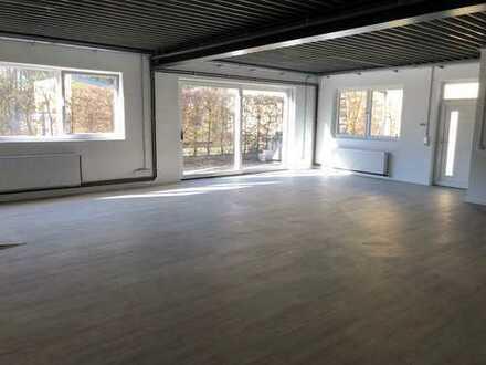 Erstbezug nach Kernsanierung - lichtdurchflutete Loftwohnung mit zwei Terrassen und Garage