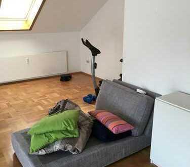 Gepflegte 4-Zimmer-DG-Wohnung mit Balkon und Einbauküche in Magstadt