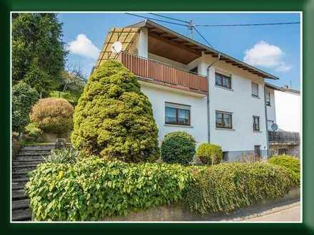 Reifferscheid - Geräumiges Zweifamilienhaus in sehr guter, oberer Hanglage mit Blick