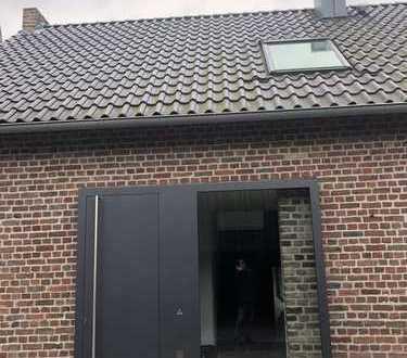 Denkmalgeschütztes Haus mit sieben Zimmern in Köln, Müngersdorf