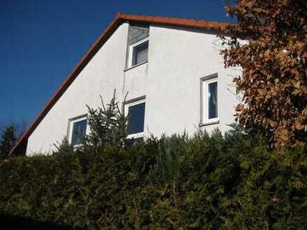 Exklusive, große 3- Zimmerwohnung (90 qm) mit Balkon zur Südseite in bester Lage