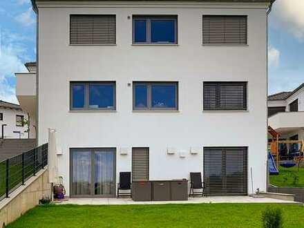 """Für """"Jung und Alt, Wohnen und Arbeiten"""" 8 Zimmer, 4 Bäder, 2 Hobby, Terr., Balkon und großer Garten"""