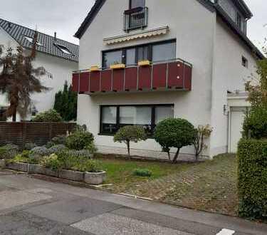 Freundliche, gepflegte 2-Zimmer-Dachgeschosswohnung mit gehobener Innenausstattung in Brück, Köln