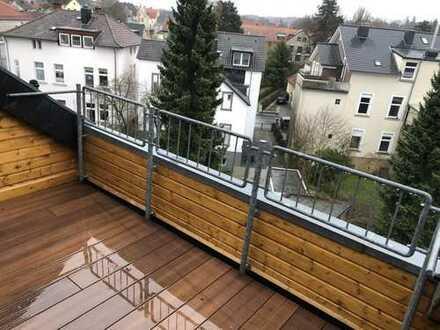 Renovierte Stadtwohnung mit Einbauküche und Dachterrasse