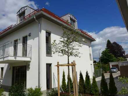Erstbezug! – Stylische Dachgeschoss-Wohnung mit sonnigem Südbalkon
