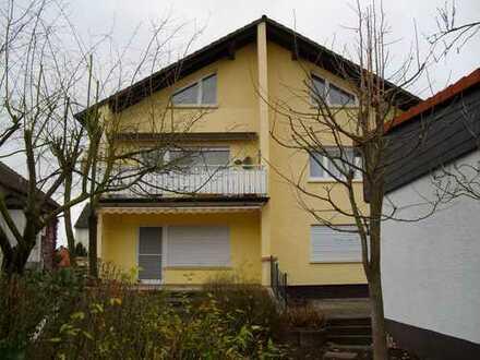 Großzügige 4-Zimmer Obergeschoss-Wohnung mit Balkon