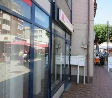Heller und moderner Büro-/Praxisraum mit großer Schaufensterfront, Barsinghausen (Zentrum)