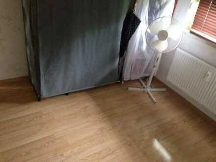 Ein helles nettes Zimmer nähe Hausener Freibad!