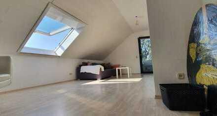 Sehr helle 3,5 ZKB mit Balkon und EBK, mit separatem Studio/Büro (von Privat)