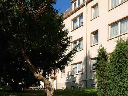 Renovierte 2 Zimmer DG Wohnung mit Abstellraum!