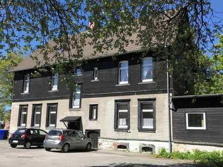 Freistehendes 5-Familienhaus mit großem Parkplatz