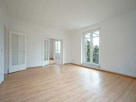+ Familien willkommen + renovierte Balkonwohng. im 1. OG + Küche & Bad mit Fe., u.v.m. +