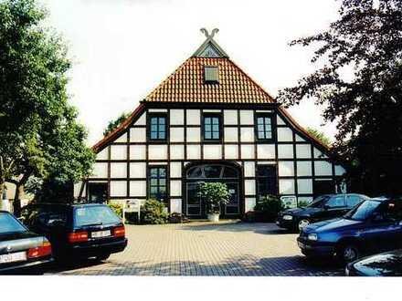 Büroräume in einem Fachwerkhaus sowie Büro und Freifläche auf Nachbargrundstück in Bremen Hemelingen