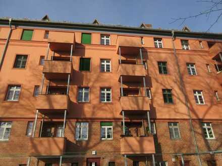 Top sanierte 2-R-Altbauwohnung in 1a Lage zwischen Messe, BMW Werk und Innenstadt