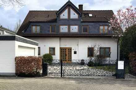 Einfamilienhaus mit großer Einliegerwohnung und Doppelgarage