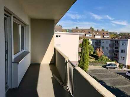 Kernsanierte 3-Zimmer-Wohnung mit 2 Balkonen und neuer Einbauküche in Kronberg
