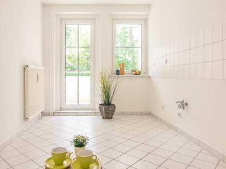 Schicke 2-Raum-Wohnung mit Balkon und Blick ins Grüne