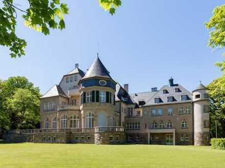Extravagante Gartenwohnung für höchste Ansprüche in historischem Herrenhaus!