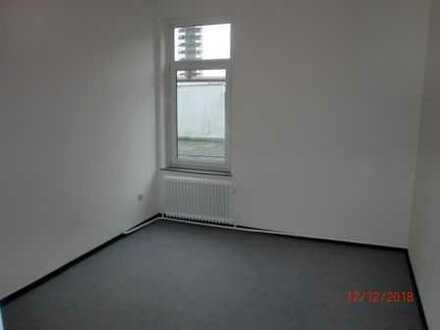 komplett renovierte 2,5 Zimmer Wohnung