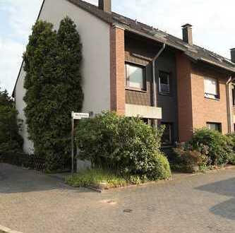 Helle Dachgeschosswohnung mit gemütlichem Süd-Balkon in Langenfeld Langfort