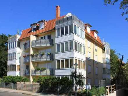 *Moderne 2-Zimmer Terrassen-Wohnung für Singles und junge Paare mit maßgefertigter EBK