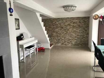 Schöne fünf Zimmer Wohnung in Fellbach (Befristet bis 02.2024)