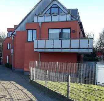 Stilvolle 2-Zimmer-DG-Wohnung mit Balkon und Einbauküche in Poll, Köln